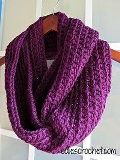 Easy Ribbed Infinity Scarf - Free crochet pattern by Nicole Bencker. Chunky yarn.