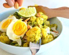 Griekse curry?! Curry is toch een Oosters gerecht, hoor ik jullie denken. Inderdaad, maar deze curry heeft een vleugje 'Greek goodness' om je maaltijd net wat gezonder te maken. Eigenlijk ben ik bij toeval op dit gerecht gekomen. Ik had nog broccoli en eieren in de koelkast liggen die op moesten. Maar in alleen broccoli …