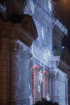 #Angers Illuminations de la façade du Grand-Théâtre, place du Ralliement. (Photo: Thierry Bonnet/Ville d'Angers)