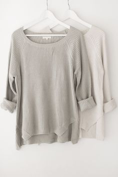 - Classic chunky knit sweater - Round neckline - Long sleeves - Side slits - Loose fitting - Available in Cream, Sage Green, Grey and Coffee - 55% Cotton 45% Acrylic - Imported