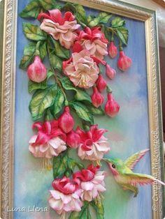 """""""... Любой цветок - природы совершенство, Олицетворение чуда, волшебства. Одаривая нас прекрасным настроением, Сродни с частичкой тайн и божества..."""" (В. Каштанкина) Всем доброго времени суток! Покажу сегодня еще одни фуксии! Ну и без колибри, конечно, не обойтись))) Сколько раз их делала, но каждый раз получается как-то по-новому! фото 1"""