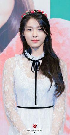 Seolhyun__AOA__Kim_Seol_Hyun Kim Seol Hyun, Fnc Entertainment, Seolhyun, Girl Bands, High End Fashion, Asian Beauty, Girl Group, Birthday Ideas, Snow White
