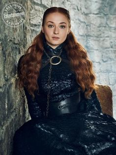 """Sophie Turner as Sansa Stark and Maisie Williams as Arya Stark Entertainment Weekly (May Sophie Turner, Game Of Thrones Sansa, Game Of Thrones Funny, Jean Grey, Medici Masters Of Florence, Armadura Cosplay, Daenerys Targaryen, Beautiful Female Celebrities, Beautiful Women"