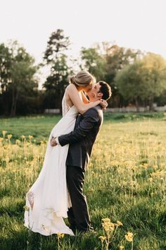 Gorgeous rustic summer wedding in a dreamy field of flowers at sunset | image by The Folmar Photography #rusticweddinginspo #summerweddinginspo #texasweddinginspo #traditionalwedding #countryweddinginspo #weddingphotoinspiration #weddingphotoideas #weddingphotoideas #weddingphotoinspiration #weddingphotoideas #weddingportrait #couple #cutecouple #coupleportrait #firstlook