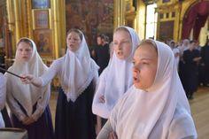 Old Believer women Nun Catholic, Old Believers, Dutch Bros, Bride Of Christ, Russian Orthodox, High Fantasy, Christian Women, Modest Dresses, Religion