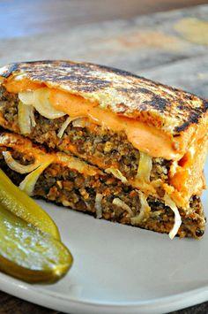 This vegan lentil Frisco melt is the vegan comfort food sandwich you've been cra… - Vegan Sandwich Vegan Foods, Vegan Dishes, Vegan Lunches, Vegan Meals, Frisco Melt, Whole Food Recipes, Cooking Recipes, Cooking Tips, Vegetarian Recipes