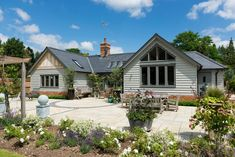 Since 1980 Border Oak have specialised in the design and construction of exceptional bespoke oak framed buildings across the UK and abroad Modern Bungalow House Design, Modern Bungalow Exterior, Bungalow House Plans, Cottage Exterior, Dream House Exterior, Dormer Bungalow, House Exteriors, Bungalow Ideas, Barn Conversion Exterior