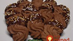 Nizzagebäck, a good recipe from the biscuits and cookies category. Christmas Snacks, Christmas Kitchen, Christmas Cookies, Cookie Do, Cookie Bars, Delicious Cake Recipes, Yummy Cakes, Keks Dessert, Pizza Pastry