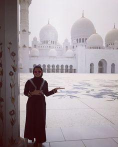 Grand mosque, Abu Dabhi. Desert Temple, Grand Mosque, Dresses With Sleeves, Future, Architecture, Long Sleeve, Fashion, Arquitetura, Moda