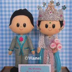 Indonesian Sundanese. Bride and Groom. wedding. felt dolls. Oh, the crown is gorgeous.