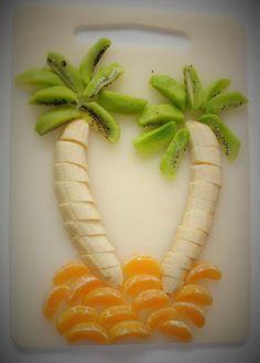 Essen für Kinder anrichten: Banane, Kiwi, Mandarine