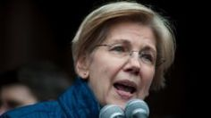 US Senator Elizabeth Warren, D-MA, speaks to people gathered at Copley Square January 29, 2017 in Boston, Massachusetts to decry US President Donald Trump's sweeping executive order, which restricts refugees and travellers from seven Muslim-majority countries.  The measure temporarily suspends the arrival of refugees and imposes tough new controls on travelers from seven Muslim-majority countries: Iran, Iraq, Libya, Somalia, Syria, Sudan and Yemen. / AFP PHOTO / Ryan McBrideRYAN…