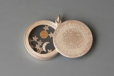 http://sosuperawesome.com/post/153355347070/diorama-and-modern-picture-lockets-by-mabotte-on