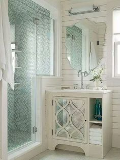 Awesome 70 Clever Tiny House Bathroom Shower Ideas https://decoremodel.com/70-clever-tiny-house-bathroom-shower-ideas/