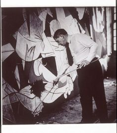 {This is probably the single most amazing piece of artwork I've ever seen} Picasso painting Guernica photo by Dora Maar Picasso Guernica, Kunst Picasso, Art Picasso, Picasso Paintings, Painting Art, Dora Maar, Artist Life, Artist At Work, Black White