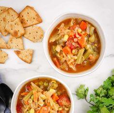 Soupe aux légumes Weight Watchers . une délicieuse soupe légère pour votre repas de dîner, une recette W.W, facile et pour toute la famille, testez-la. Plats Weight Watchers, Weight Watchers Smart Points, Weight Watchers Meals, Weigth Watchers, Crock Pot Soup, Thai Red Curry, Crockpot, Vegan Recipes, Ethnic Recipes
