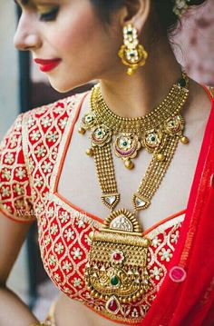 10 Best Nahas Jewellery We Spotted On Our Brides! Real Gold Jewelry, Gold Jewelry Simple, Gold Jewellery Design, Stylish Jewelry, Indian Jewelry Sets, Indian Wedding Jewelry, Bridal Jewelry, Indian Gold Necklace, Chokers