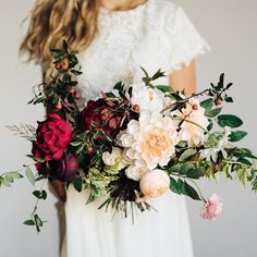 Had an amazing time arranging this full fall bouquet with fresh foliage, fresh flowers and PAPER blooms (created by Margie Keates from @thelovelyave!). Margie's personality is just as bright and fun as this bridal bouquet!  Photo: @edenstrader Planning: Rachael Ellen Events