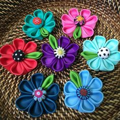 Handmade Accessories, Flowers, Popsicle Stick Crafts, Handmade Crafts, Hair Clips, Manualidades, Fabric Flowers, Paper Envelopes, Floral