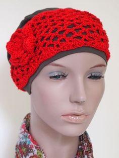 Gehaakte rode hoofdband met bloem. Van www.mooihoofd.nl