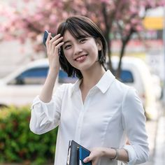 "Suzy short hair ""While you were sleeping"" (Kdrama) Korean Short Hair, Short Hair Cuts, Short Hair Styles, Short Hair Korea, Suzy Drama, Sleep Hairstyles, Miss A Suzy, While You Were Sleeping, Bae Suzy"
