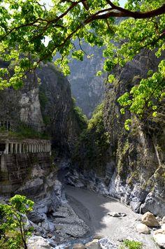taroko gorge, hualian, taiwan More Chinese Taipei, Taiwan Travel, Asia Travel, Travel Tours, Travel List, Travel Destinations, Hualien Taiwan, Living In Korea, Taipei Taiwan