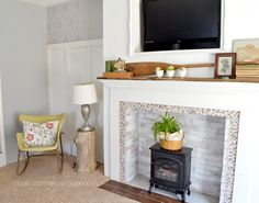 St. Patricks Day and Spring inspired mantel by Amy Thayer of mommahenscoop.com She uses rustic, eclectic, chic style to create her cozy little cottage