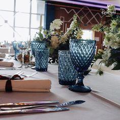 Aranjamente Florale pentru Nunti, buchete, decorațiuni. Calitate și creativitate pentru nunți și botezuri minunate! Suna-ma chiar acum! Floral Wedding, Wedding Flowers, Bucharest, Planter Pots, Concept, Bride, Ideas, Design, Home Decor