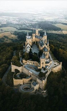Burg Hohenzollern, Deutschland Hohenzollern Castle is the ancestral seat of the imperial House of Hohenzollern. Beautiful Castles, Beautiful Buildings, Beautiful Landscapes, Beautiful Places, Wonderful Places, Castle Ruins, Medieval Castle, Places To Travel, Places To See