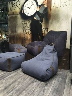 Oversized Floor Pillows, Floor Pillows Kids, Square Floor Pillows, Bean Bag Sofa, Retro Living Rooms, Outdoor Dining Chair Cushions, Trendy Furniture, Furniture Design, Floor Pouf