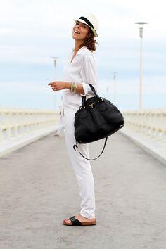 forte dei marmi | birkenstock | camicia bianca | borsalino | cappello borsalino | pantaloni bianchi | borsa prada | pontile | versilia | estate 2013 | vacanze estate | estate | fashion blog | fashion blogger | outfit estate | look estate | fashion | moda | outfit | look 6