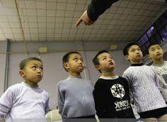 Schiaffi in un asilo cinese, la maestra incastrata dalle videocamere