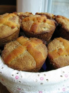 paleo mom says; I worked hard to make the grains-free, dairy-free, paleo hot cross buns perfect. Paleo Dessert, Paleo Sweets, Gluten Free Hot Cross Buns, Grain Free Bread, Dieta Paleo, How To Eat Paleo, Easter Recipes, Holiday Recipes, Real Food Recipes