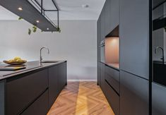 ♣ Matt Black Kitchen A matte black kitchen with black kitchen top. A tight ve . ♣ Matt Black Kitchen A matte black kitchen with black kitchen top. A sleek appearance in this modern apartment. Be inspired by this tasteful matte bla. Kitchen Tops, New Kitchen, Kitchen Cabinets, Modern Farmhouse Kitchens, Black Kitchens, Bathroom Interior, Kitchen Interior, Moore House, Contemporary Kitchen Design