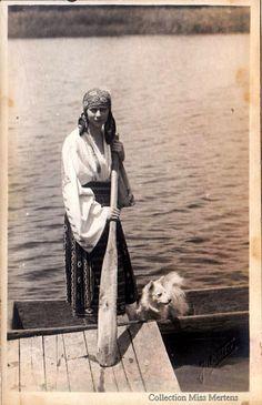 Prinzessin Ileana von Rumänien, future Arch Duchess of Austria 1991 Romanian Royal Family, Romanian Girls, Antique Photos, Old Photos, Vintage Photos, German Spitz, Japanese Spitz, American Eskimo Dog, Vintage Dog