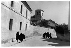 Inge Morath - Groups of women and priests hurrying to Sunday mass, Old Castille, Zamora, 1957 -  © Inge Morath / Magnum Photos