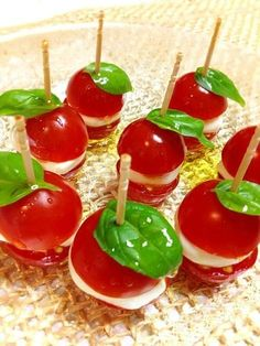 Using toothpicks makes simple & quick foods so fancy. Cute Food, Yummy Food, Tasty, Holiday Appetizers, Appetizer Recipes, Party Dishes, Xmas Food, Food Decoration, Food Platters