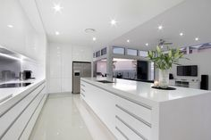 45 Top Ideas For Luxury White Kitchen Design Decor Ideas - Page 22 of 45 Modern Kitchen Interiors, Luxury Kitchen Design, Luxury Kitchens, Interior Design Kitchen, Home Kitchens, Kitchen Modern, Modern White Kitchens, Crisp Kitchen, Basic Kitchen