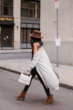 FALL! My fave season and we got to experience a quick sample of Fall in Boston last week. You guys might not know this about me but I'm all about drape-y long cardigans and this one in particular is S
