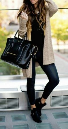 #fall #fashion / all-black + beige cardigan