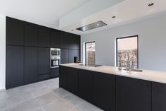 Open woning in Merelbeke: foto 2 Kitchen Pantry Design, Luxury Kitchen Design, Home Decor Kitchen, Kitchen Interior, Home Interior Design, Interior Architecture, Black Kitchens, Home Kitchens, Beautiful Houses Interior