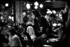 パリに行きたくなります!アメリカ出身で双子の報道写真家としても有名なピーター・ターンリーとデイビッド・ターンリー氏。ペーター氏は...