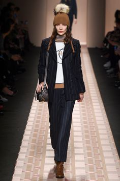http://www.vogue.com/fashion-shows/fall-2017-ready-to-wear/trussardi/slideshow/collection