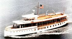 US Navy The former Presidential Yacht USS Sequoia (AG travels down the Potomac River near Washington D. Big Yachts, Super Yachts, Luxury Yachts, Classic Yachts, Boat Fashion, Vacation Planner, Boat Accessories, Classic Motors, Tug Boats