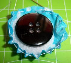 """Bine`s Stern: Small tutorial """"Obtaining buttons"""" - Bine`s Stern: Small tutorial """"Obtaining buttons"""" - Sewing Trim, Love Sewing, Sewing For Kids, Diy Sewing Projects, Sewing Hacks, Sewing Tutorials, Diy Buttons, Easy Sewing Patterns, Couture Sewing"""
