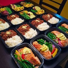 Once you get the hang of it meal prepping becomes a lifestyle! This prep by @wizzki is ground beef with Jasmine rice chicken breast with Japanese sweet potato & green beans and salmon with okra & sautéed onions peppers & asparagus! - If you want to get the absolute most out of what you're doing in the gym or even shed fat without changing anything else!... Download @mealplanmagic and start customizing your approach like the pros do. Everyone's body is different so why should your die Lunch Meal Prep, Healthy Meal Prep, Healthy Snacks, Healthy Eating, Healthy Recipes, Keto Recipes, Keto Meal, Ketogenic Recipes, Sweet Potato Green Beans