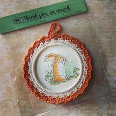 Crochet photoframe 'Guess how much I love you'. Gittepetit