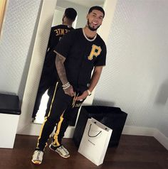Anuel Aa Wallpaper, Latin Artists, Babe, Teen Boy Fashion, Urban Street Style, Adidas Outfit, Celebs, Celebrities, Baby Daddy