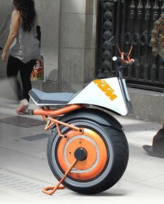 If you thought this looked like motorcycle chopped in half you wouldn't be far off! The KTM Unicycle designed by Ricardo Gutiérrez Bustos is an all-electric, one-wheeled wonder that utilizes current gyroscopic tech to stay balanced. It really does look like half a normal KTM with its signature bright orange bodywork, thick sportbike tire, lights and handlebars. More nimble than a Segway (and made with less material), you can scoot around, dodge pedestrians, cars and other obstacles like a…