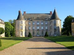 Hotel Bee - Travel tips and Travel Guides Beautiful Castles, Beautiful Buildings, Palaces, Walk Around The World, French Exterior, French Castles, France Photography, French Architecture, Houses